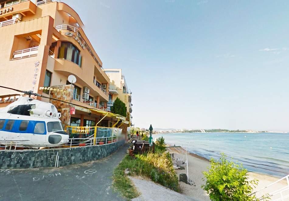 Море 2021 на първа линия в Равда. 5 нощувки с изглед море, закуски и вечери на човек в семеен хотел Блян