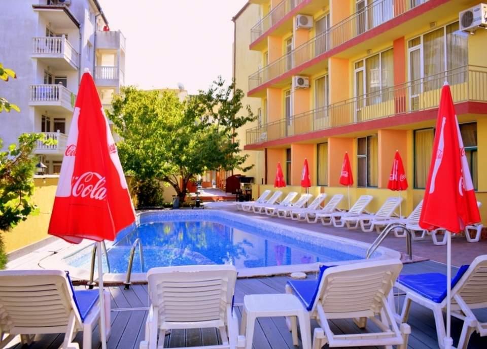 Нощувка на човек със закуска + басейн в хотел Риор, Слънчев бряг. Дете до 12г. – БЕЗПЛАТНО!