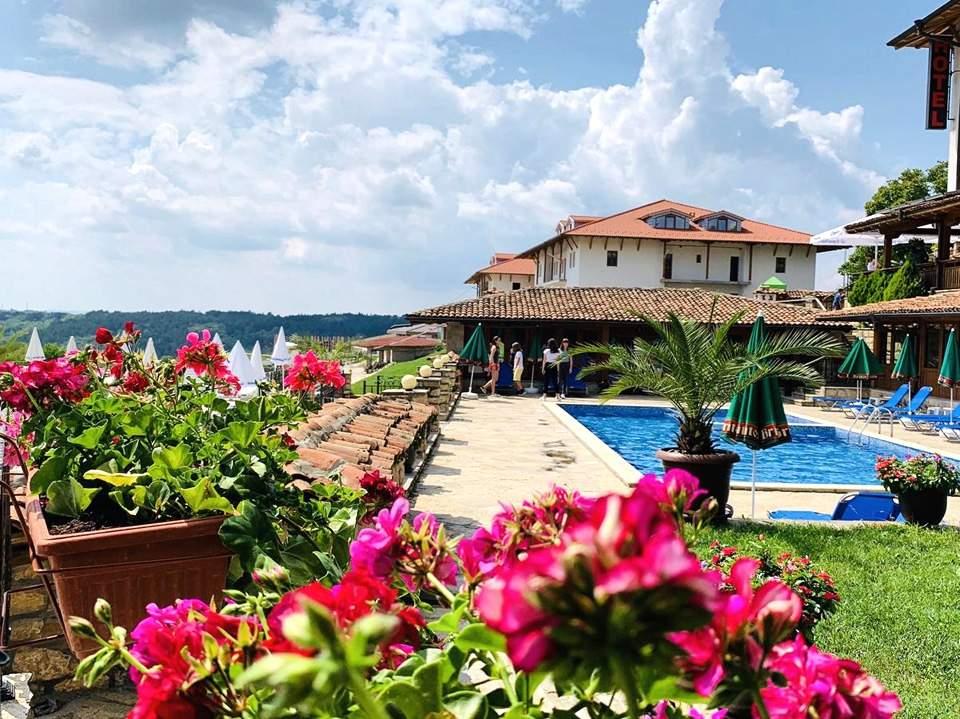 Отпочивайте в хотел Севастократор*3, Арбанаси! Включва изхранване вечеря и закуска!