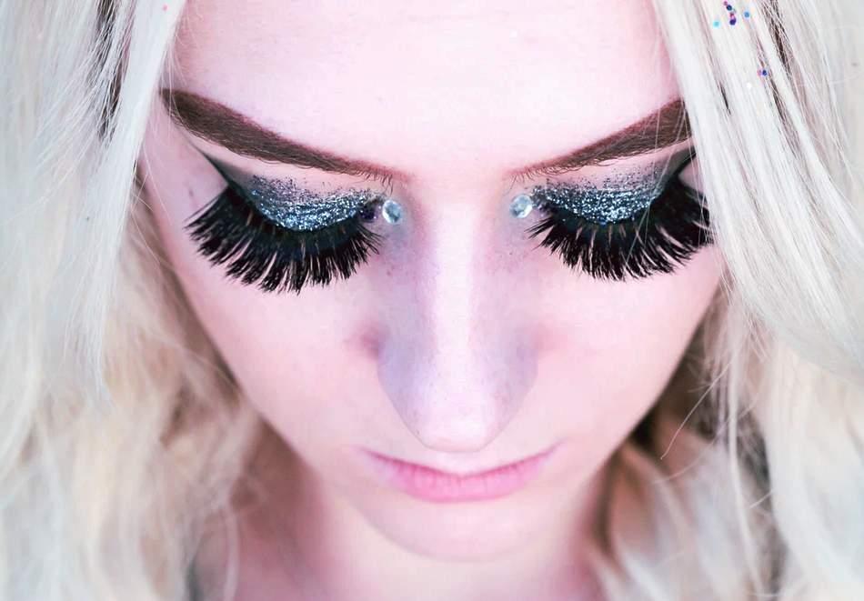 Красива визия от KK lashes! Включва Поставяне на мигли косъм по косъм