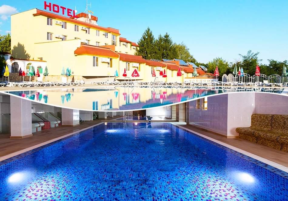 Почивайте в К-с Зорница, Казанлък! Включва център за релакс, басейни и закуска!