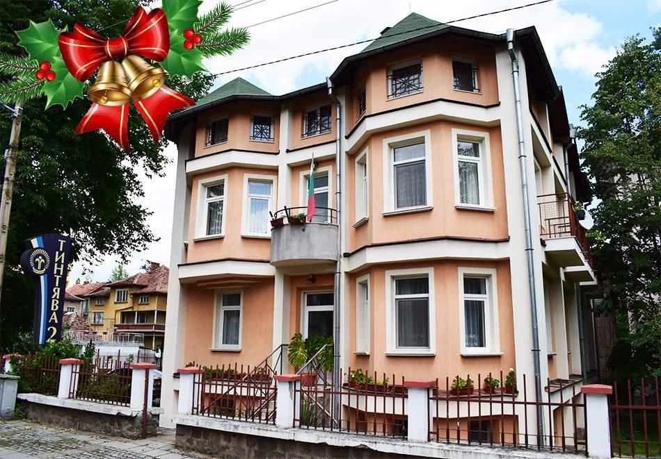 Отпразнувайте Коледните празници в хотел Тинтява 2 Вършец! Включва пълно изхранване! Възползвайте се от зона за релакс и басейн!