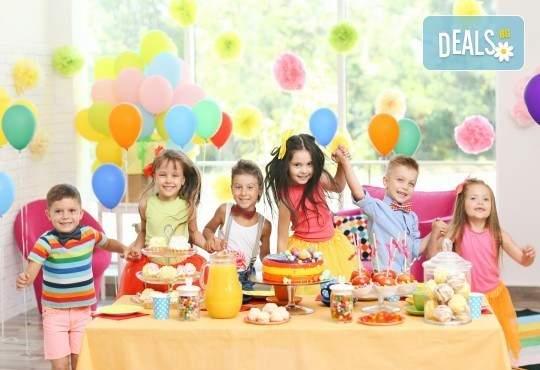 Отпразнувайте с децата си в Детски център Приказен свят! Включва двучасово забавление с аниматор и игри