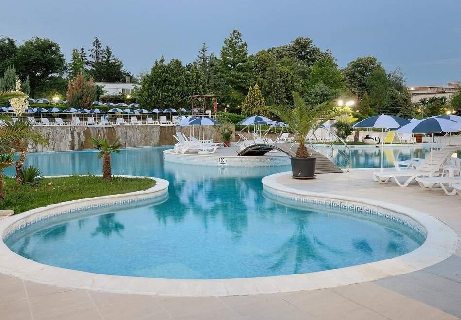 Септемврийски празници в хотел Аугуста, Хисаря! 2 или 3 нощувки за ДВАМА със закуска и вечеря с DJ + минерални басейни