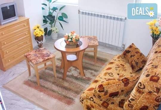 Великден,майски празници в комплекс Елена,с. Баня!1 нощувка, закуска,закуска,вечеря,басейн