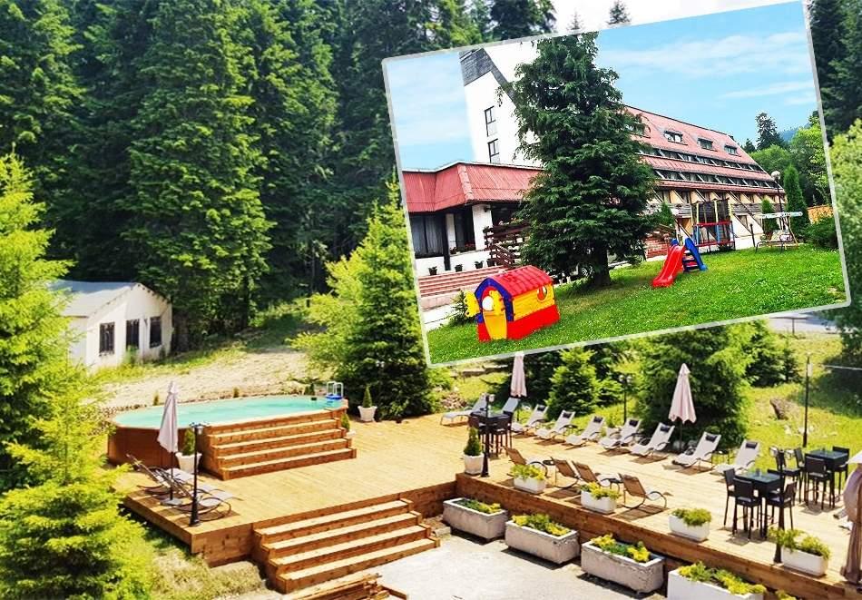 Релаксирайте в хотел Мура*3, Боровец! Включени басейн и вечеря/закуска!