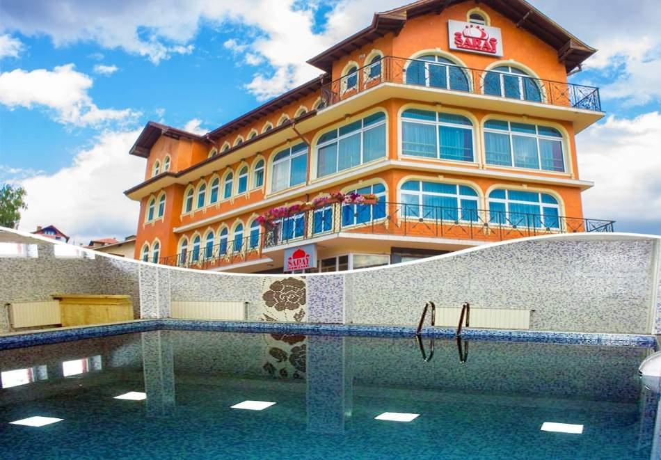 2 или повече нощувки на човек със закуски, обеди и вечери + вътрешен минерален басейн в хотел Сарай, до Велинград