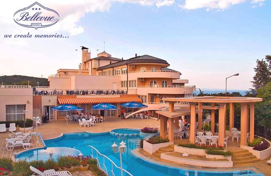 Нощувка на човек със закуска и вечеря + басейн в хотел Белвю, Златни пясъци