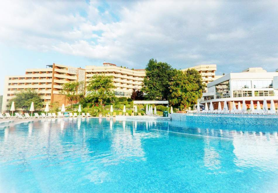 Почивка в Хисаря! 2+ нощувки на човек със закуски + вътрешен и външен басейн в хотел Хисар****