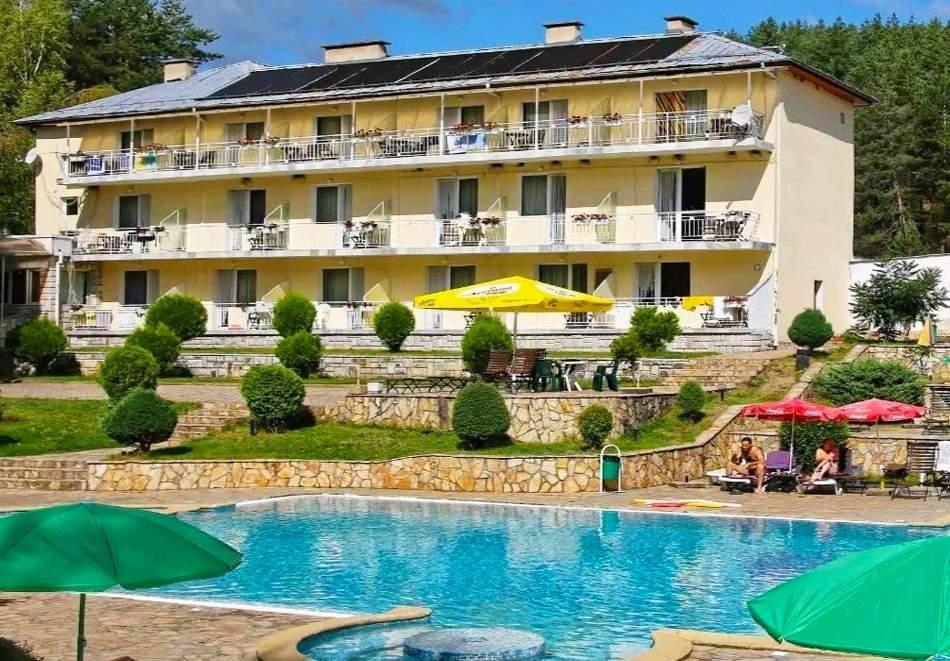 Релаксирайте в хотел Зора, Велинград! Включено изхранване вечеря и закуска!