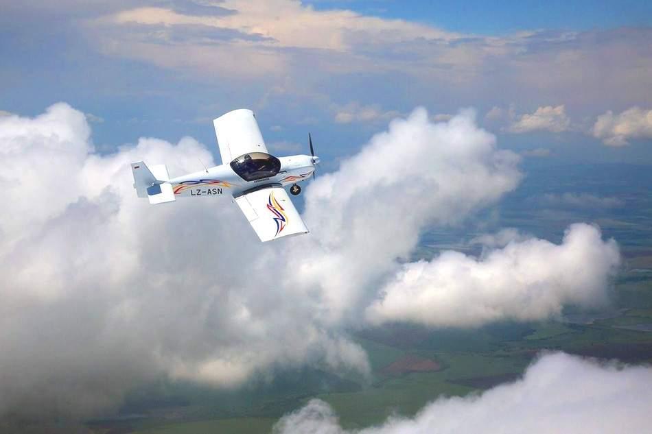 Забавлявайте се с Глайдинг Пловдив! Включва полет със самолет Глайдинг!
