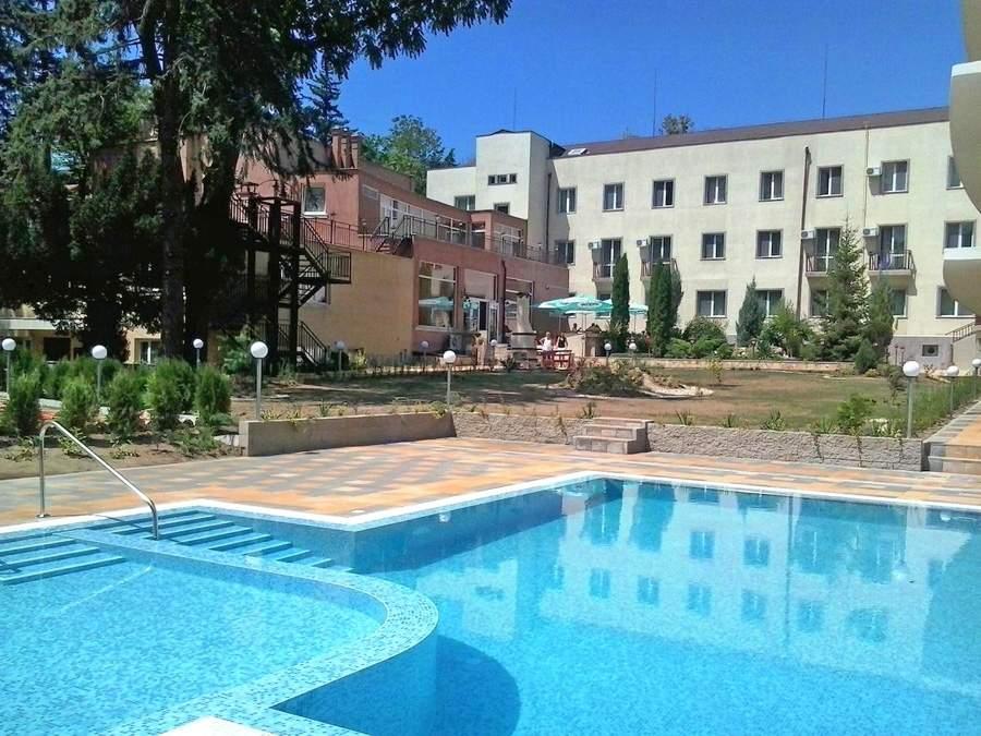 Отпочивайте в хотел Дружба 1, Банкя! Включва минерален басейн и пълно изхранване!