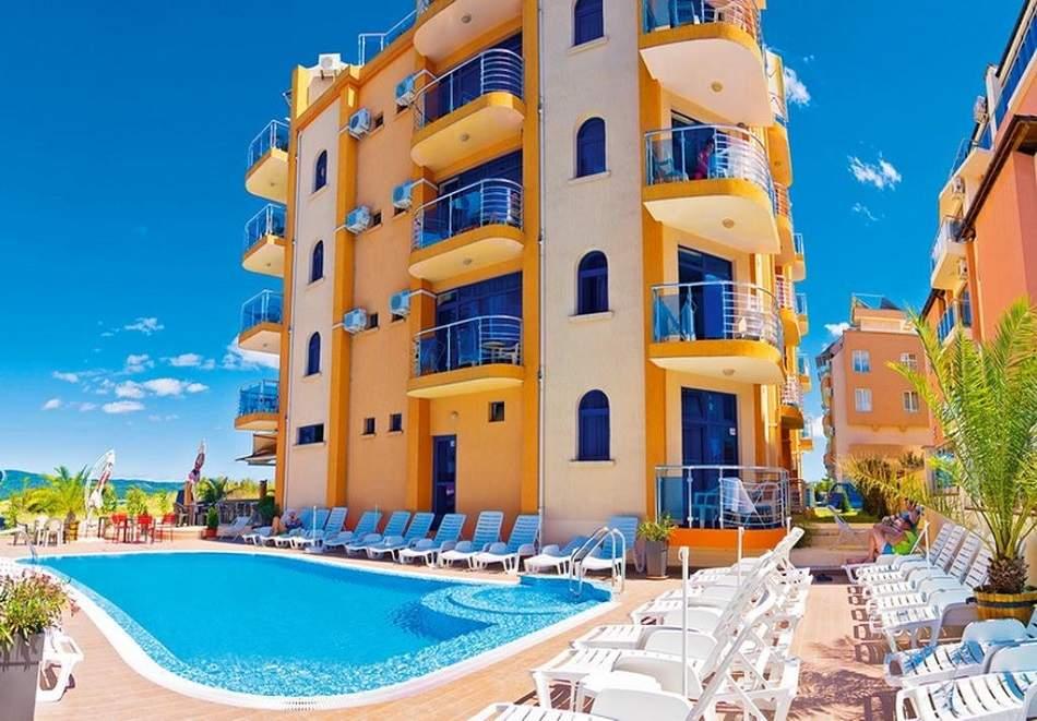 Отпочивайте в хотел Пенелопе*3, Приморско! Включва изхранване закуска и разходка в морето