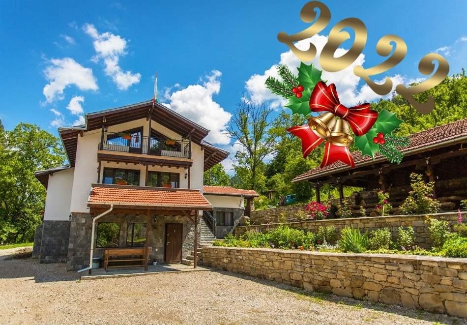 Нова година до Троянския манастир! Наем на къщас капацитет до 14 човека за 3 нощувки + ползване на кухня от къща за гости Свети Димитър, Черни