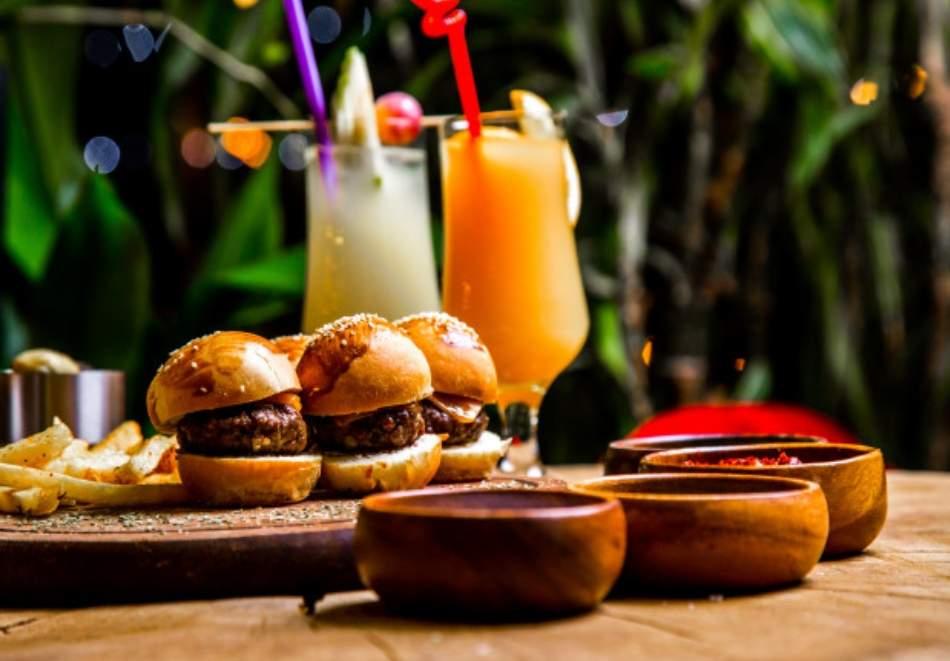 Криейтив кетъриг предлагат парти кюфтенца или мини сандвичи за вашите гости!