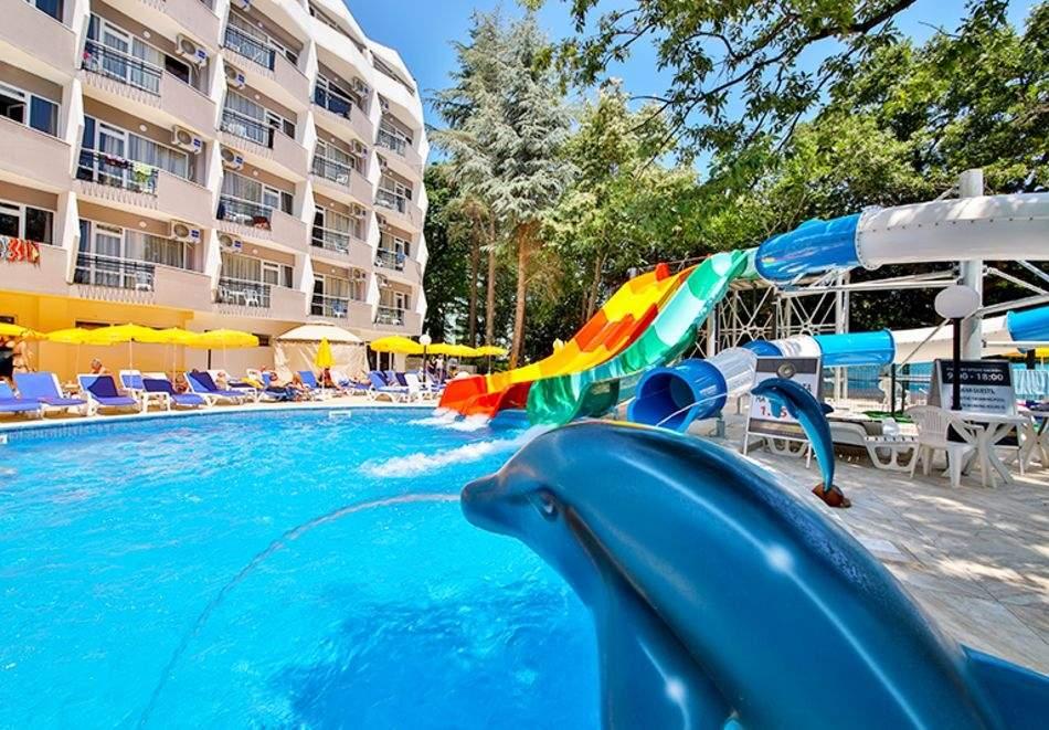 Нощувка на човек във премиум стая на база All Inclusive + 5 басейна и СПА в Престиж Делукс Хотел Аквапарк Клуб****, Златни пясъци
