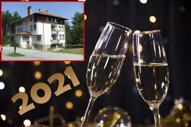 Посрещнете 2021-ва година в Хотел Чичо Томовата колиба, Трявна! Включва вечеря и закуски!