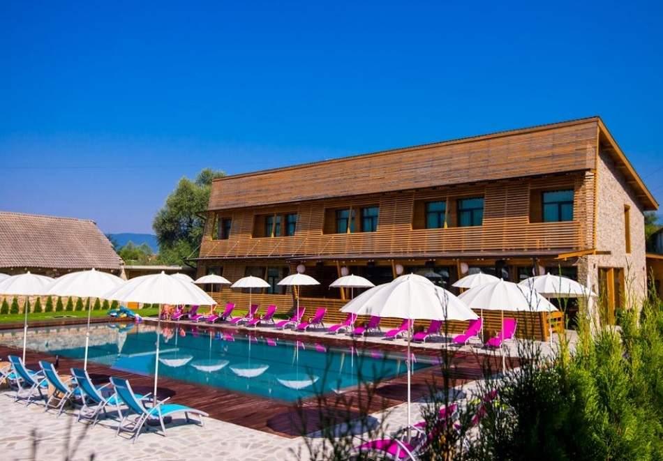 Релаксирайте във Вила Виктория Термал, край Банско! Включва басейн с минерална вода, вечеря и закуска!