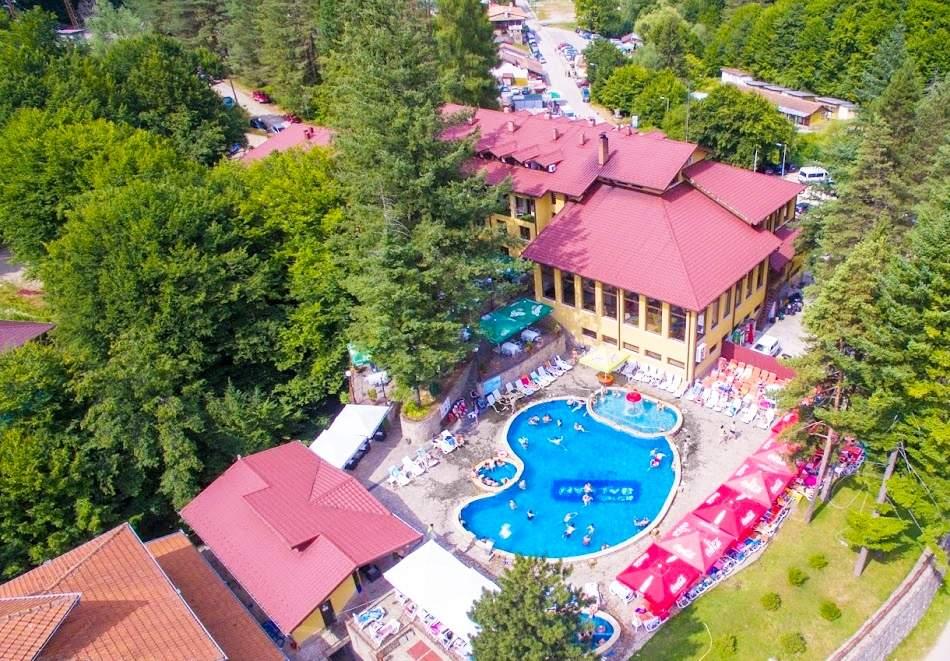 Голям релакс в хотел Балкан, Чифлик! Включва басейн с минерална вода, вечери и закуски!