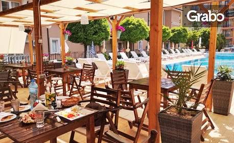 Ваканция в Хотел Тропикс**, Свети Влас! Включени басейн и закуска!