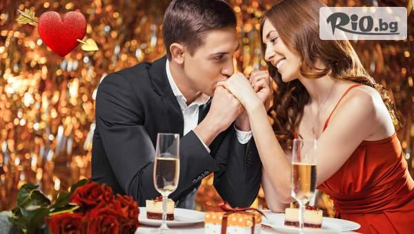 Посрещнете Деня на Влюбените в Хотел Елица, Пампорово! Включена вечеря за големият празник! + Закуска и музика