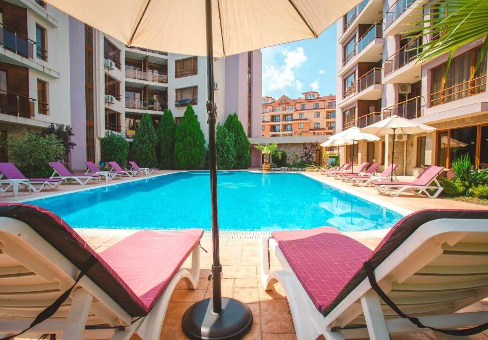 1, 2 или 3 нощувки на човек със закуски и вечери + басейн в Апарт хотел Магнолия Гардън, Слънчев бряг. Дете до 12г. - безплатно