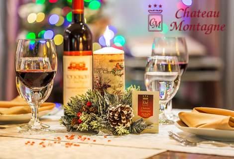 Посрещнете Коледните празници в Хотел Шато Монтан, Троян! Включва изхранване вечери и закуски! Плюс басейн!