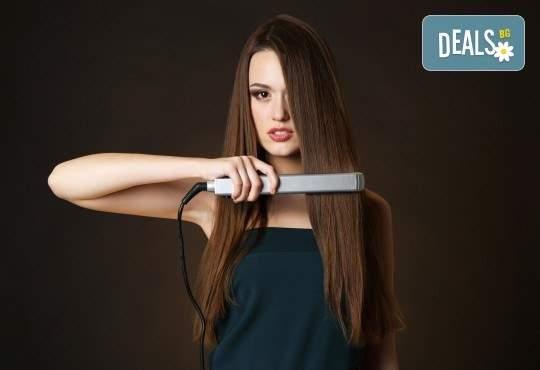 Грижа за прическата в Женско царство! Включва подстригване, терапия и измиване! + Сешоар