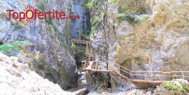 4-дневна екскурзия за Великден в Родопите + 3 нощувки със закуски с преход по Дяволската екопътека за 206 лв.