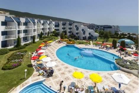 НА МОРЕ в Свети ВЛАС, хотел Синева Парк на брега 4: Нощувка на база All Inclusive за 59.40 лв. на Човек + БАСЕЙН