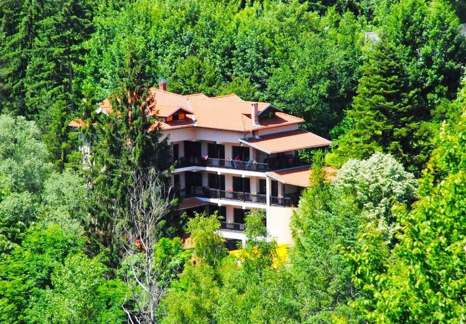 Гергьовден в хотел Илинден, до Троян. Две нощувки на човек със закуски и вечери само за 119 лв.