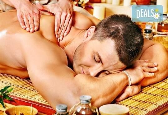 За любимия мъж! Дълбокотъканен масаж и Hot stone в Senses Massage & Recreation