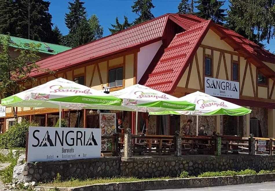 Нощувка за двама или четирима в Семеен хотел Сангрия, Боровец