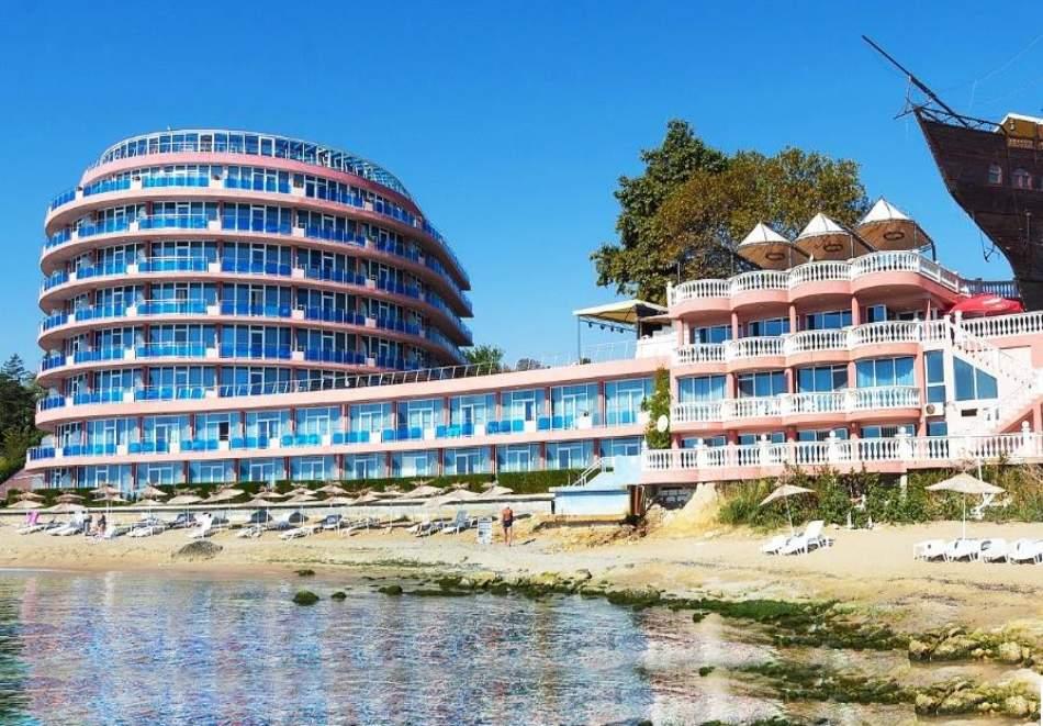 All Inclusive в хотел Сириус Бийч*4, Константин и Елена! Включва басейни с минерална вода!