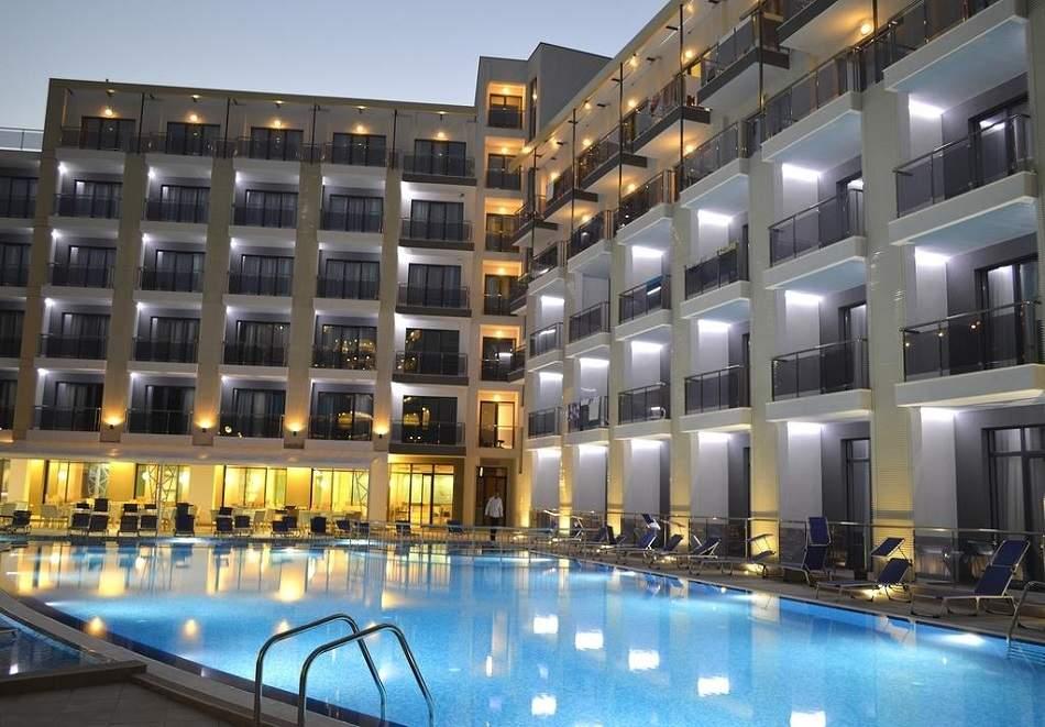 На море в Златни Пясъци! Нощувка на човек със закуска и вечеря* + басейн в Хотел Арена Мар****