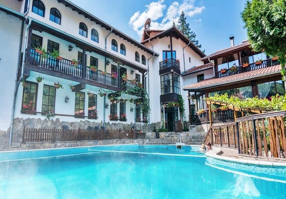 Ваканция в хотел Алфаризорт, Чифлика! Включва зона за релакс, басейн с минерална вода и изхранване вечеря/закуска!
