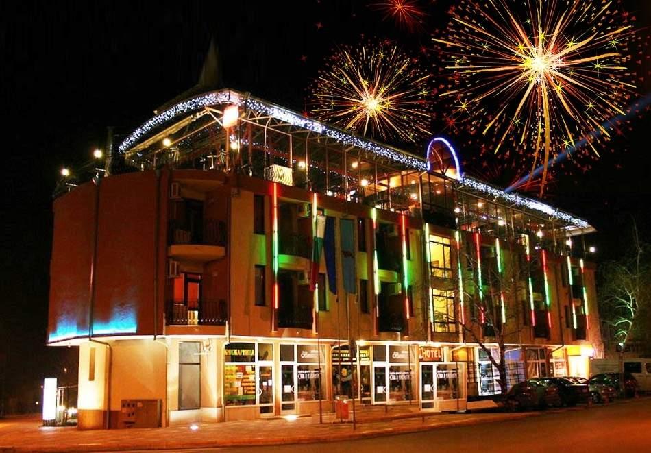 Посрещнете 2021-ва година в хотел Амбарица, Горна Оряховица! Включва басейни, вечеря и закуски!