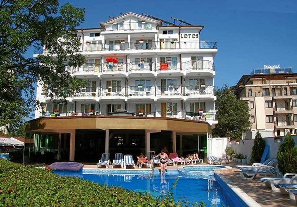 Нощувка на човек със закуска, обяд и вечеря + басейн в хотел Лотос, Китен до плаж Атлиман