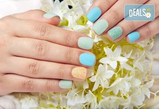 Обгрижете ноктите си с маникюр в Лаура Стайл! + Декорации