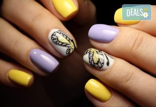 Погрижете се за ноктите си в салон Diva! + Две декорации