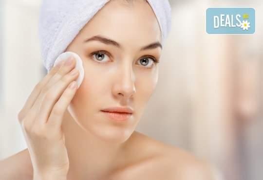 Погрижете се за лицето си в Студио за красота Дъга! Включва маска и почистване