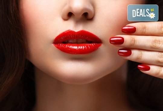 Погрижете се за ноктите си в WAVE STUDIO - НДК! Включва Терапия Magnetic + Маникюр