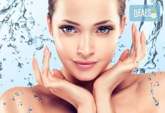 Погрижете се за кожата си в салон за красота Селина! Включва Хиалуронова алгомаска