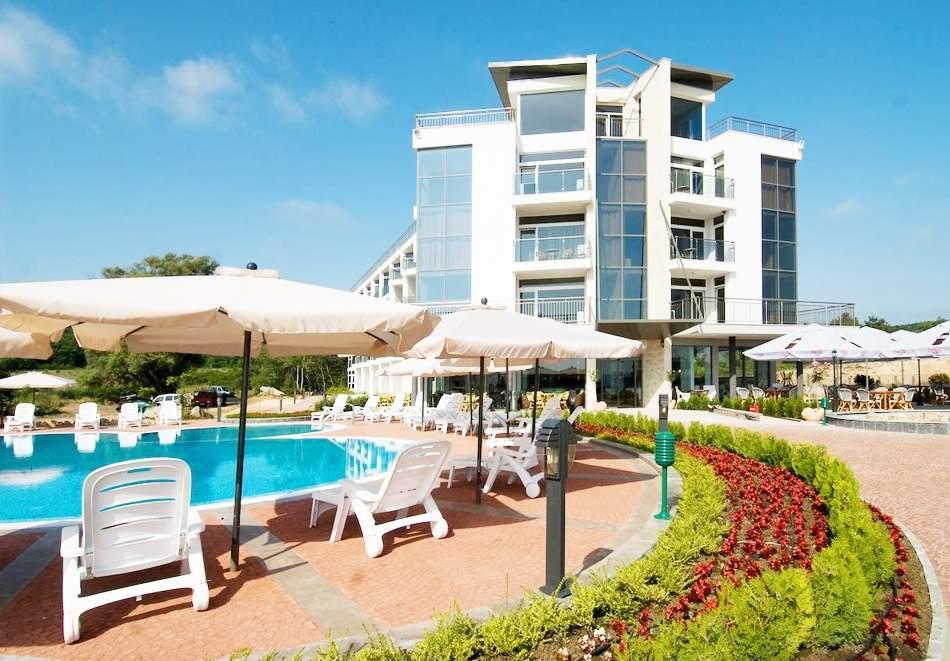 Релаксирайте в хотел Южна Перла, Созопол! Включен басейн!