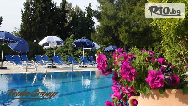 Почивка на Халкидики през Юни, Юли и Септември! 5 или 7 нощувки, закуски и вечери + басейни в Хотел Kassandra Mare, от Теско груп
