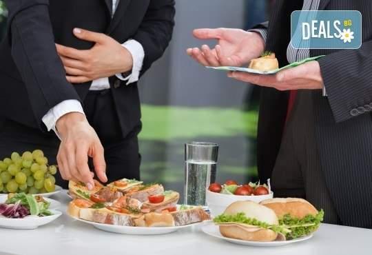 """Отпразнувайте с Празничен сет """"Фамилия"""" и кулинарна работилница Деличи! Включва еклери, кюфтенца и сандвичи!"""
