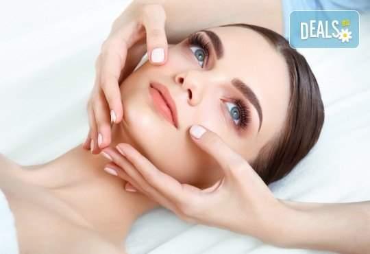 Релаксирайте в салон за красота Вили! Включва козметичен масаж на лице за тонус! + Деколте и шия!