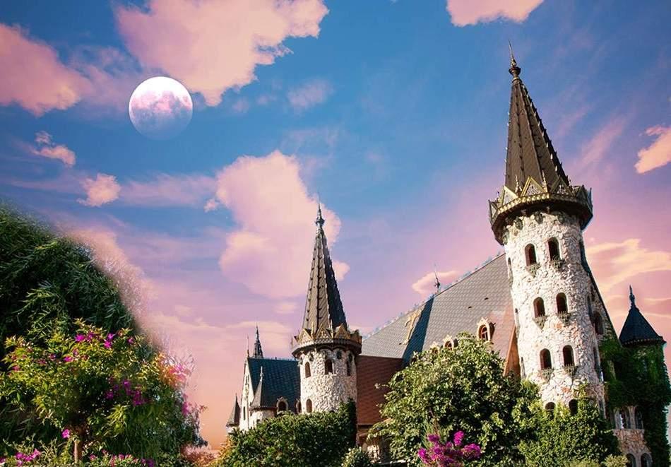 Разнообразете се с посещение на замъка Влюбени във вятъра в Равадиново!