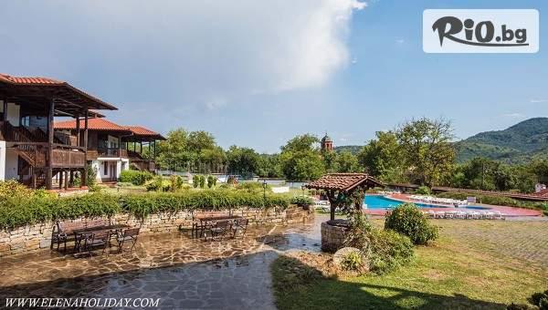 Релакс в Хотел Еленски Ритон, Средни колиби! Възползвайте се от парна баня, басейн и изхранване вечеря/закуска!
