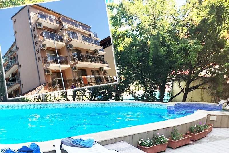 Отпочивайте в Семеен хотел Елена, Приморско! Включва басейн!